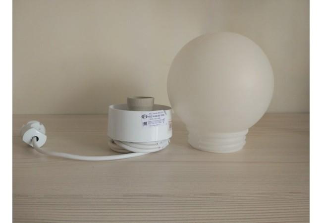 Светильник шар с проводом и вилкой